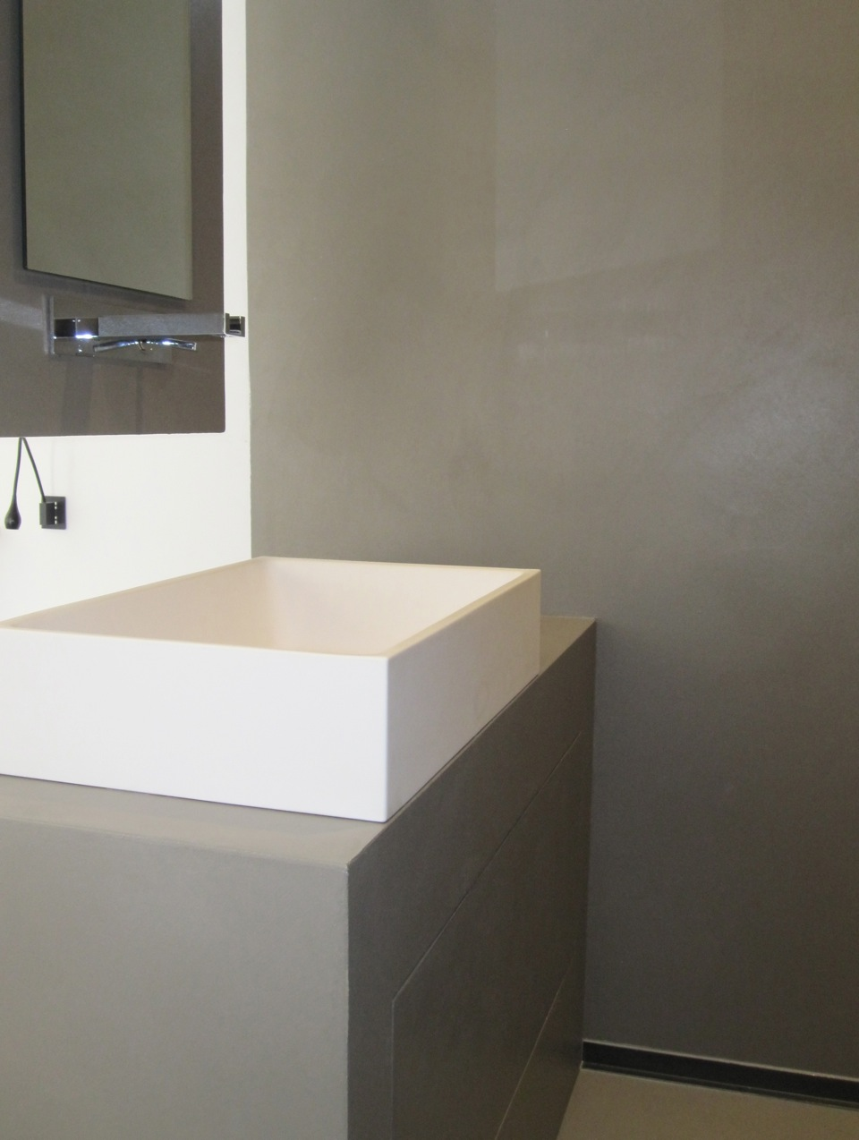 Resine bagno idee creative di interni e mobili - Pavimenti bagno in resina ...